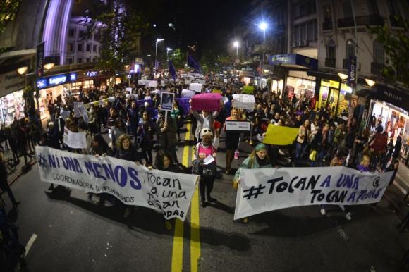 Uruguay: Senado aprobó el delito de femicidio pero se criticaron algunoscambios